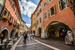 Straßen von Annecy an einem Sommertag Lizenzfreie Stockfotos