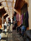 Straßen von Fez oder von Fes Medina - souks stockbilder