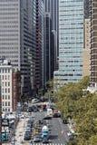 Straßen von Manhattan von der Brooklyn-Brücke Lizenzfreies Stockfoto