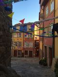 Straßen von Porto Portugal verziert für Feier von Sain John lizenzfreies stockfoto