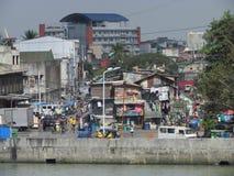 Straßenansicht in armes Viertel in Manila lizenzfreie stockfotos