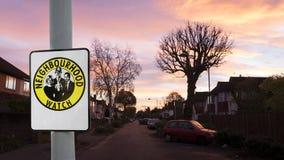 Straßenansicht der englischen lokalen Stadt an der Dämmerung Lizenzfreie Stockfotografie