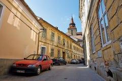 Straßenansicht der mittelalterlichen Stadt von Brasov, Rumänien Lizenzfreies Stockfoto