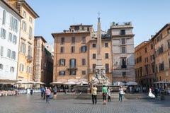Straßenansicht des Marktplatz della Rotonda in Rom Lizenzfreie Stockfotos