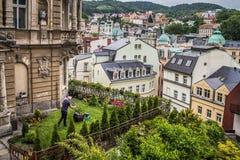 Straßenansicht in Karlovy Vary, Hotels in Karlovy Vary lizenzfreies stockfoto