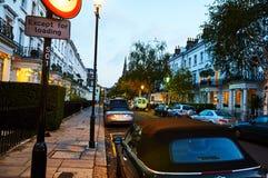 Straßenansicht in London-Architekturgebäuderoten backstein lizenzfreie stockfotografie