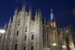 Straßenansicht in Mailands Duomo lizenzfreies stockfoto