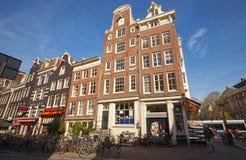 Straßenansicht mit bunten Hausfassaden in Amsterdam Lizenzfreie Stockfotografie