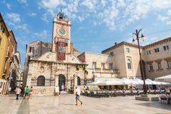 Straßenansicht nahe Kirche St. Donatus in Zadar, berühmter Markstein von Kroatien, adriatische Region von Dalmat Stockfotografie