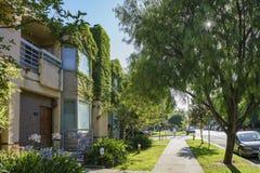 Straßenansicht nahe Süd-Pasadena-öffentlicher Bibliothek stockfotos