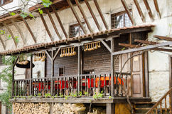 Straßenansicht traditioneller Architektur Melnik, Bulgarien lizenzfreie stockfotos