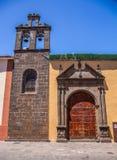 Straßenansicht vom alten Stadtzentrum, Nuestra Senora De Los Dolores Church, San Cristobal de La Laguna, Teneriffa, Kanarische In lizenzfreies stockbild