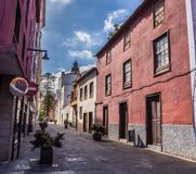 Straßenansicht vom alten Stadtzentrum, San Cristobal de La Laguna, Teneriffa, Kanarische Inseln, Spanien - 13 05 2018 stockfoto