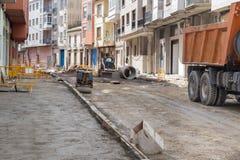 Straßenarbeiten auf dem Legen von Rohren Stockfoto