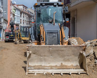 Straßenarbeiten auf dem Legen von Rohren Stockbilder