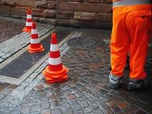 Straßenarbeitskraft-Verkehrskegel Lizenzfreie Stockfotografie