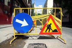 Straßenarbeitszeichen Stockfotos