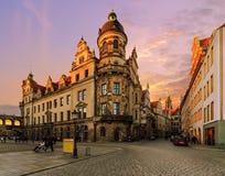 Straßenarchitektur in der alten Stadt von Dresden in der Sonnenuntergangzeit Stockbilder
