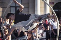 Straßenausführender LUBLINS, POLEN 29. Juli 2017 - an Festival Carnaval Sztukmistrzow gelegt in Stadtraum von Lu Stockfotografie
