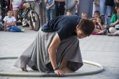 Straßenausführendtanzen LUBLINS, POLEN 29. Juli 2017 - mit dem Rad an Festival Carnaval Sztukmistrzow gelegt in Stadtabstand von  Stockfotografie