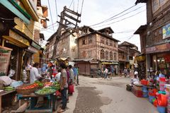 Straßenbasar von Srinagar - Kaschmir, Indien lizenzfreies stockfoto