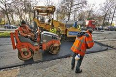 Straßenbau auf einer Stadtstraßenerneuerung Lizenzfreies Stockfoto