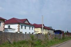 Straßenbau von Zweigeschosshäusern gehäuse Stockbild