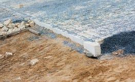 StraßenBaustelle - pflasternd Stockbild