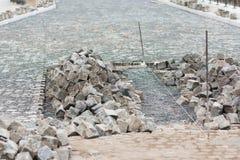 StraßenBaustelle - pflasternd Stockfoto