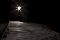 Straßenbeleuchtung eines Piers Stockbild