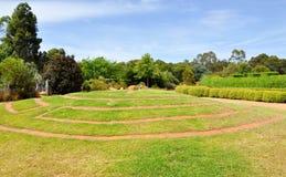 Straßenbetoniermaschinen-Labyrinth in den botanischen Gärten lizenzfreie stockfotografie