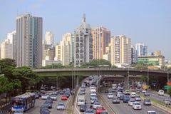 Straßenbewegung im Sao Paolo, Brasilien Stockbild