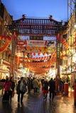 Straßenbild Chinatown, London England nachts Lizenzfreie Stockfotos