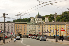 Straßenbild in der alten Stadt Salzburg Österreich Lizenzfreie Stockfotos