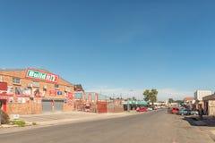 Straßenbild mit Geschäften und Fahrzeuge in Estcourt Lizenzfreies Stockfoto