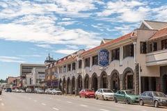 Straßenbild, mit Geschäften und Fahrzeugen, in Ladysmith Stockfotografie