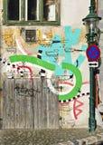 Straßenbild mit Graffiti Lizenzfreies Stockfoto
