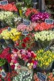 Straßenblumenladen in Paris Frankreich Stockfotografie