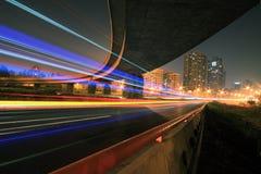 Straßenbrücke nachts Lizenzfreies Stockbild
