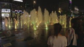 Straßenbrunnen stock footage