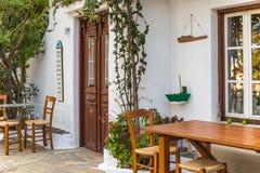Straßencafé-Barrestaurant in Alonissos-Insel, Griechenland, Europa Lizenzfreies Stockfoto