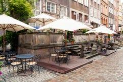 Straßencafé in der alten Stadt von Gdansk Stockfotos