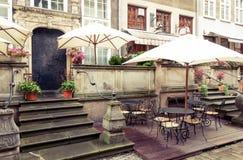 Straßencafé Gdansks Mariacka Stockfotos