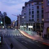 Straßendämmerung Wiens Österreich stockfotografie