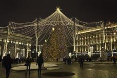 Straßendekoration auf neuem Jahr und Weihnachten würzen stockfoto