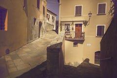 Straßenecke in einer Stadt von Toskana Lizenzfreie Stockfotos