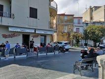 Straßenecke typisches caffè, Scilla Stockfotos