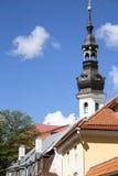 Straßenfragment von altem altem Tallinn Stockfotos