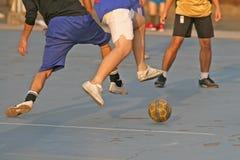 Straßenfußball stockbild