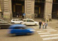 Straßengefahr auf Gehweg für Passanten Lizenzfreie Stockbilder